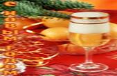 Открытка с Новым годом, мандарины, шампанское, елка