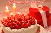 Открытка с Днем Рождения, торт с клубникой, подарок и свечи