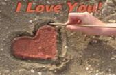 Открытка i love you, сердце на песке